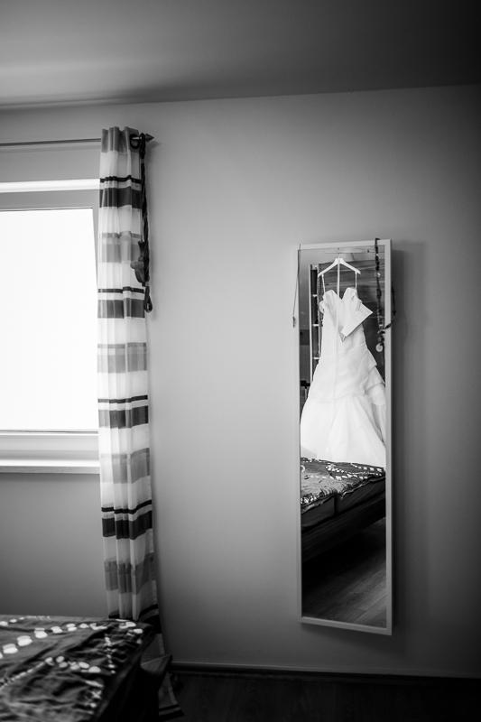 Brautkleid im Spiegel
