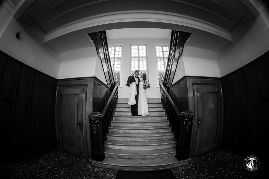 Hochzeitsportrait auf der Treppe