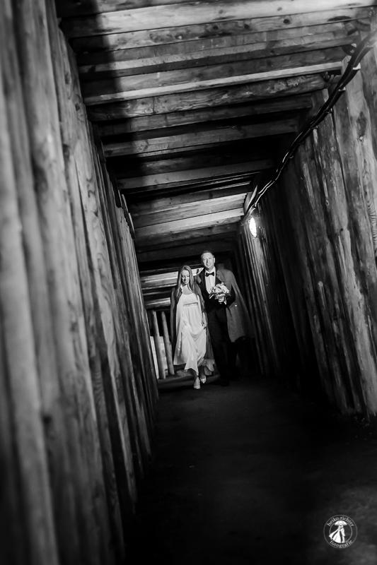 Hochzeitspaar auf dem Weg zum Märchendom